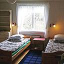 Dwa łóżka w sypialni