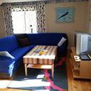 Niebieska sofa w domku