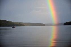 Jezioro w Szwecji za dnia