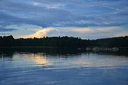 Jezioro w Szwecji wieczorem