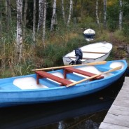 Niebieska łódka do łowienia ryb