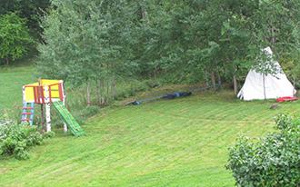 Otoczenie domku i łąka