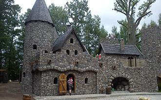 Zamek w parku rozrywki
