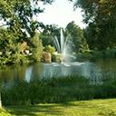 Fontanna, jezioro i park