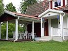Weranda i gril przed domkiem w Szwecji